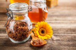Использование меда и прополиса для лечения полипов желудка