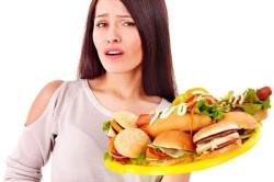 Проявление симптомов гастрита при переедании